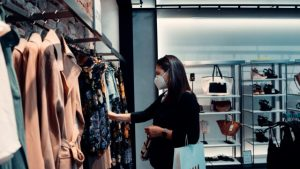 How Choosing the Right Fashion and Healthy Shopping Impacts Our Mental Well-being